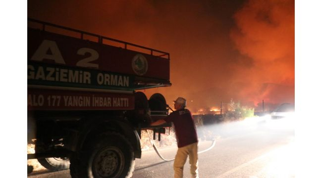 İzmir'de makilik alanda yangın (3 site boşaltıldı)