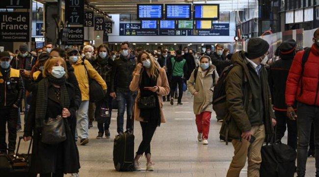 Fransa'ya seyahatlerde karantina şartı kaldırıldı